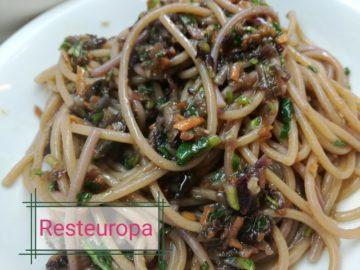 Spaghetti integrali al sugo non cotto € 3,80